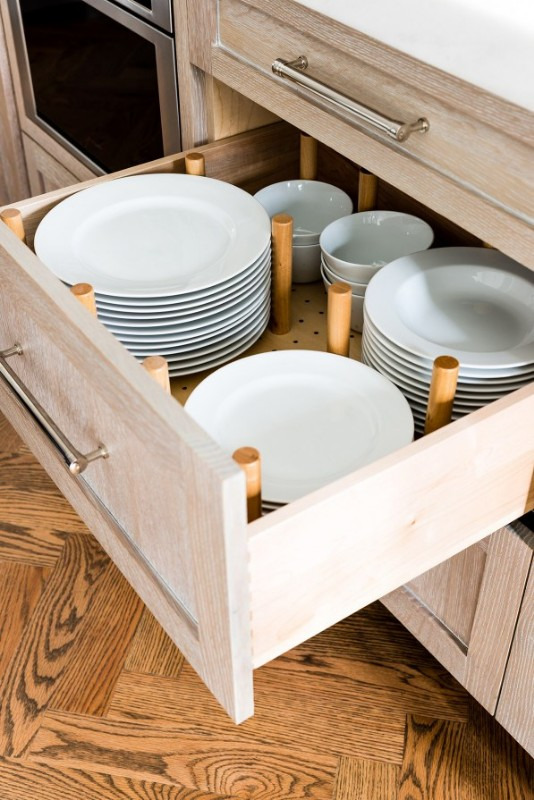 <strong>Keeping plates housed in a drawer makes accessing breakable items much more convenient.</strong><br> Photo credit: Jessica Delaney Interior Design: Dina Holland Interiors