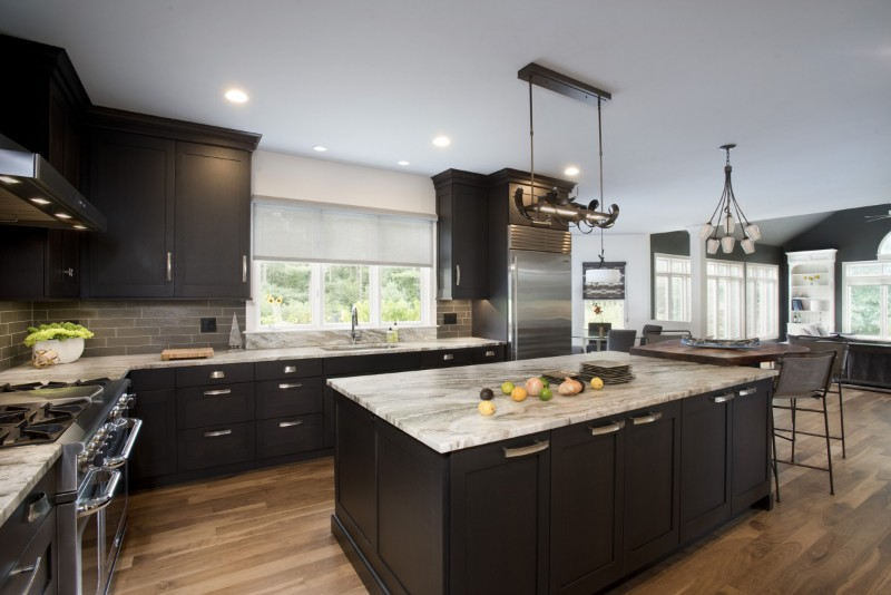 <strong>Ember Stain Over Quarter Sawn Oak in contemporary shaker style custom cabinetry</strong><br>Shelly Harrison