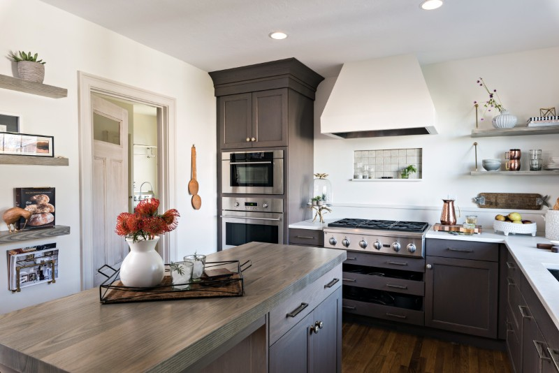 <strong>The perfect contrast: storm cloud stain on plain sawn white oak cabinets and quartzite countertops</strong><br>Dan Cutrona