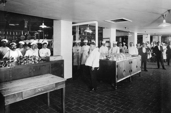 Get A Peek At Oak Long Bar Kitchen S Storied Century Long History