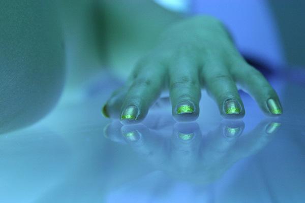nails-UV