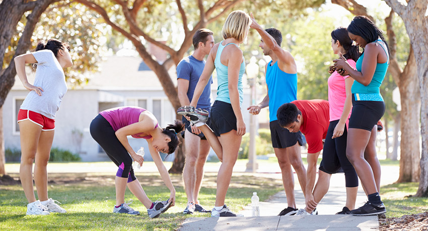 Get outside this summer and take one of the many free fitness classes offered around the city. Outdoor fitness class photo via Shutterstock.