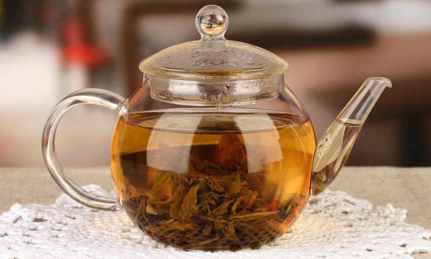 Green tea image via Shutterstock.