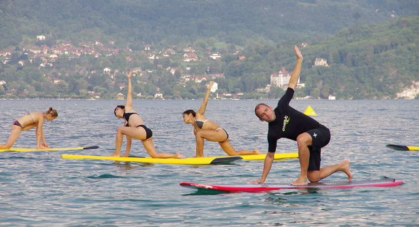 SUP Yoga, Photo via Flickr/ Benoit Mouren