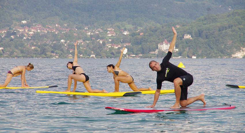 SUP Yoga, Photo via Flickr/ Benoit Mouren