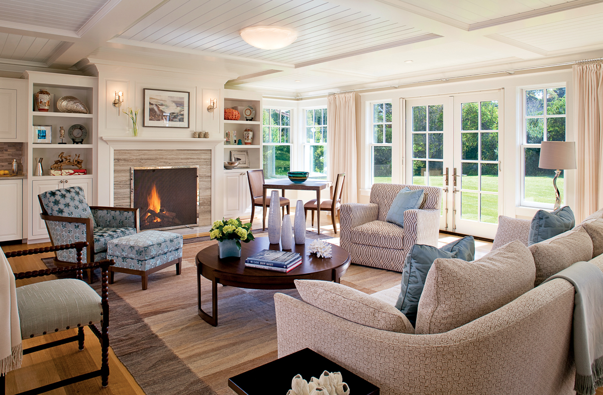 Charmant Cape Cod Farmhouse 1. The Cheerful Living Area ...