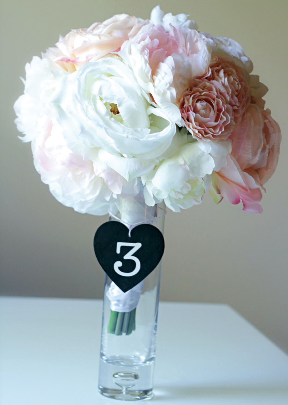 black-and-white-wedding-accessories-13
