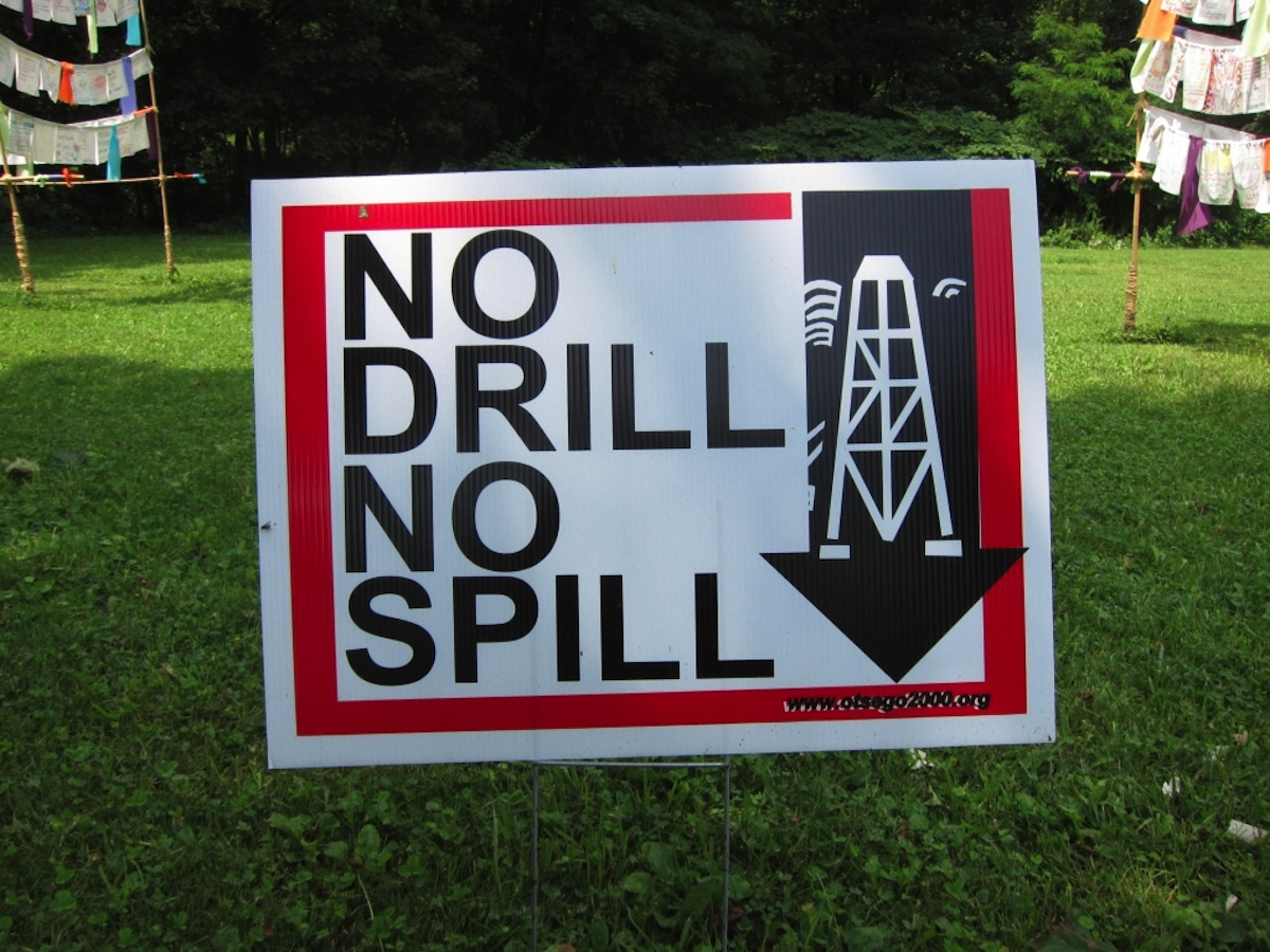 Fracking Photo Uploaded by  Bosc d'Anjou on Flickr