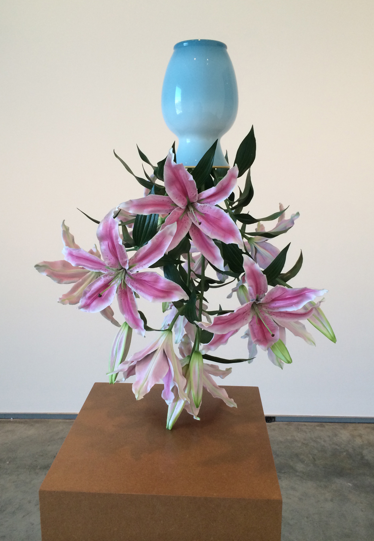 Tony Matelli, Arrangement, 2012. Painted bronze, 33 x 16 x 22 in, Davis Museum, Wellesley