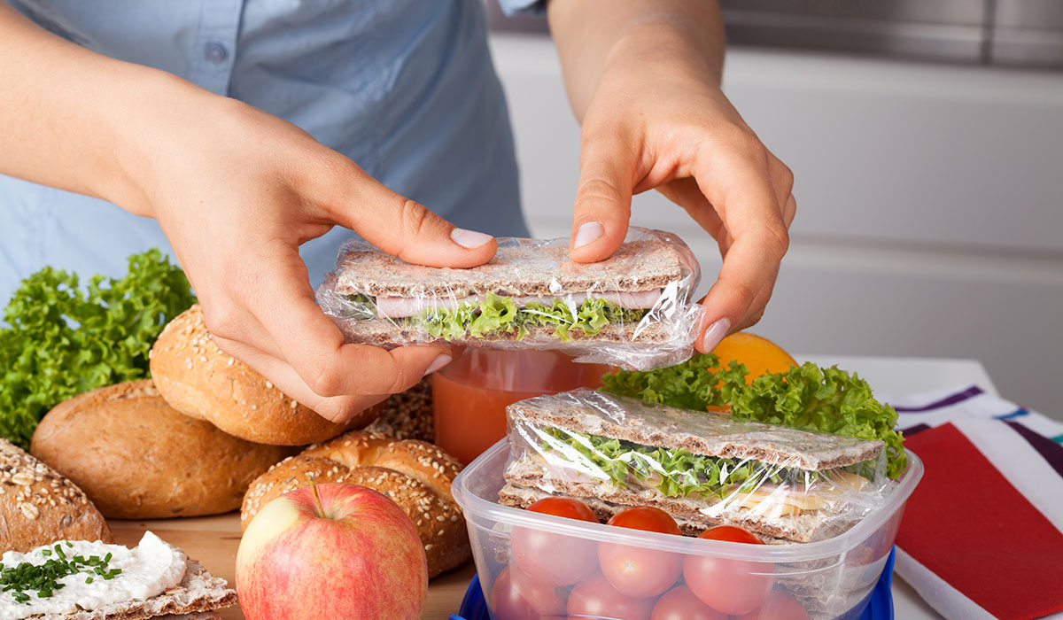 Lunch packing image via shutterstock