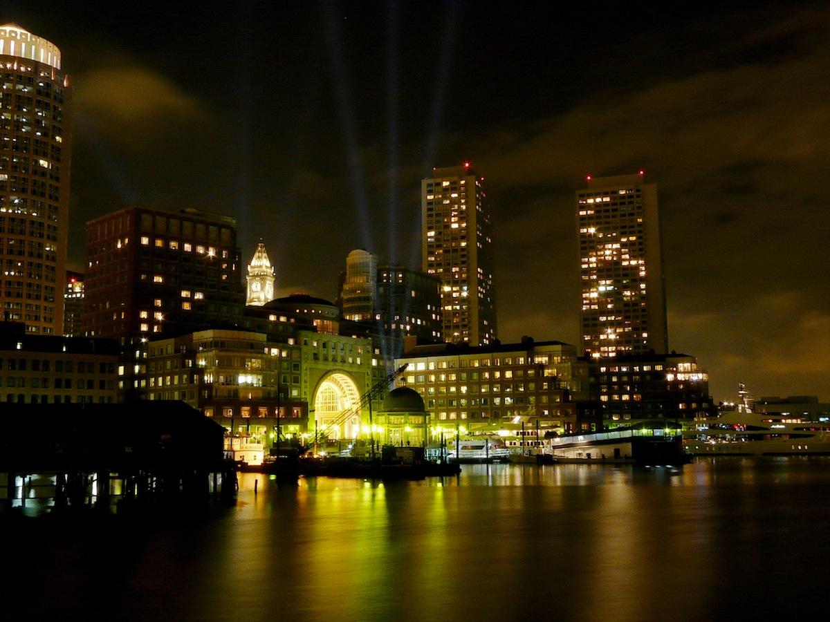 Boston at Night photo uploaded by Henrey Zbsynzski on Flickr
