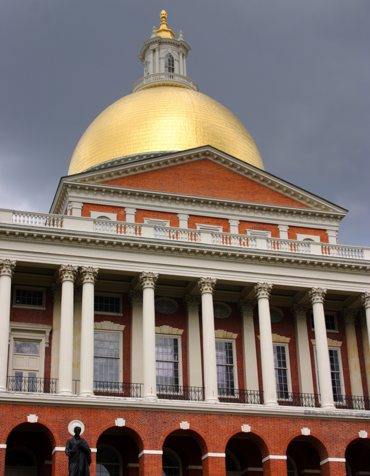State House photo via Shutterstock