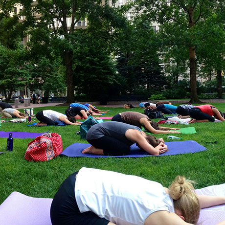 square-yoga-in-park