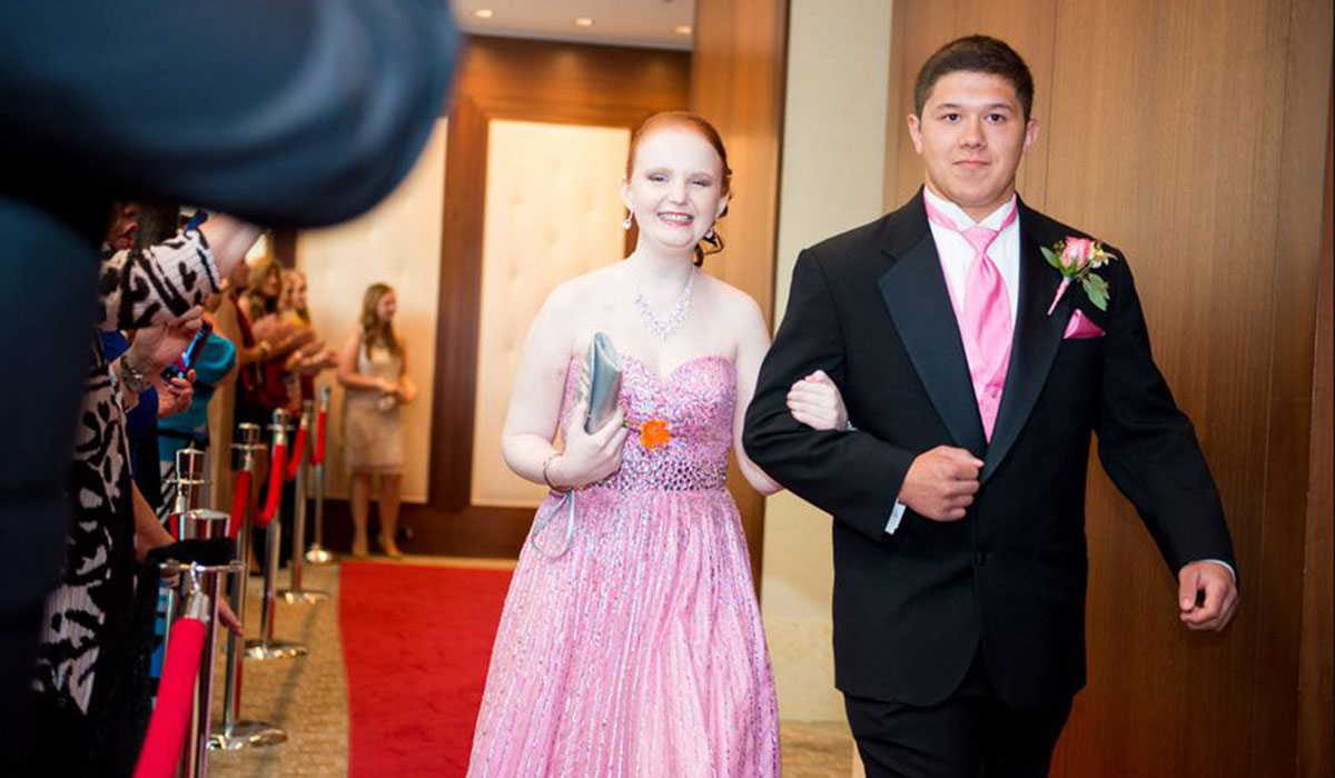 Shelbie walking into prom. Photo by EDM photography.