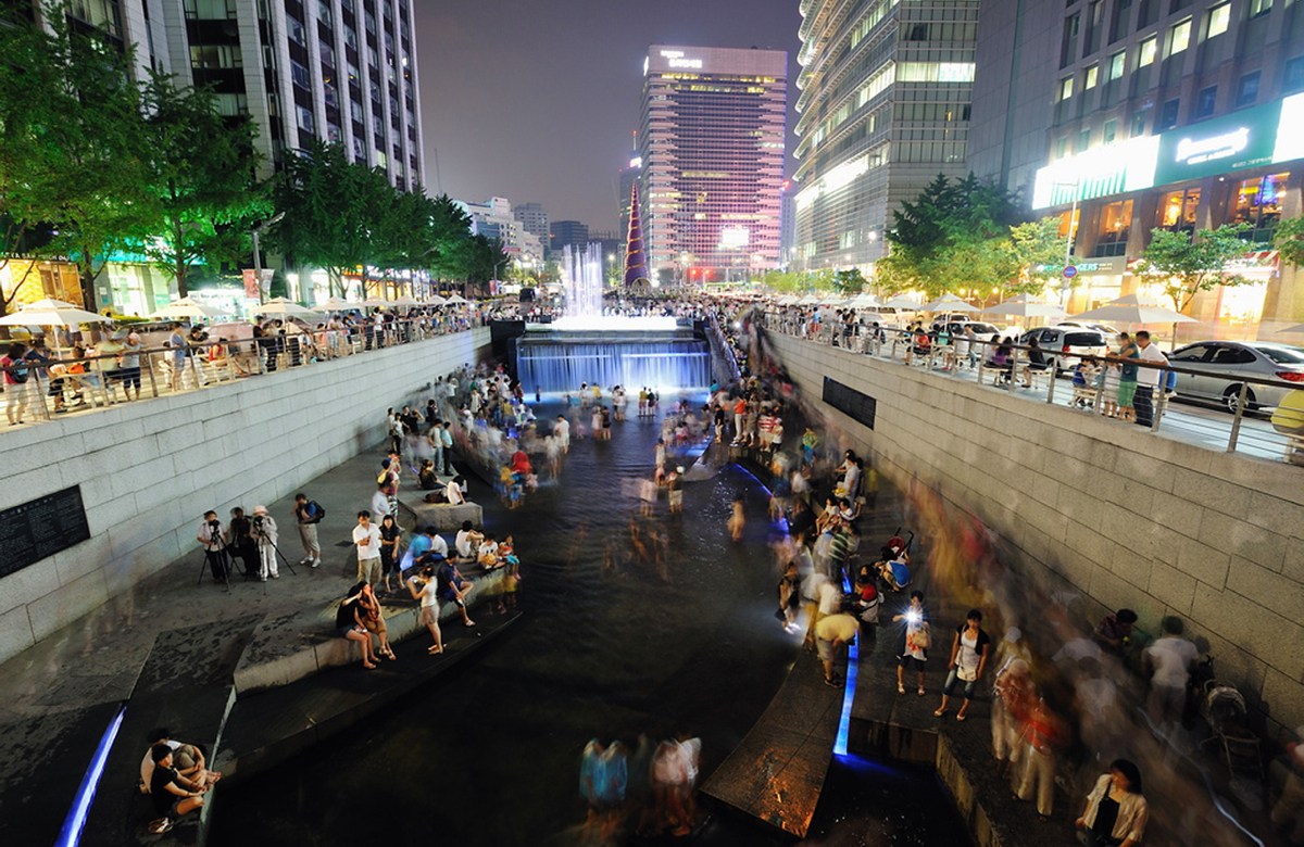 ChongGae Canal in Seoul, Korea. Photo by Robert Such.