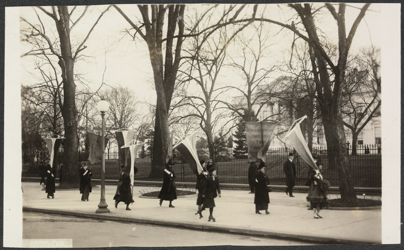 Suffragettes picket the White House. Image via Wikimedia Commons