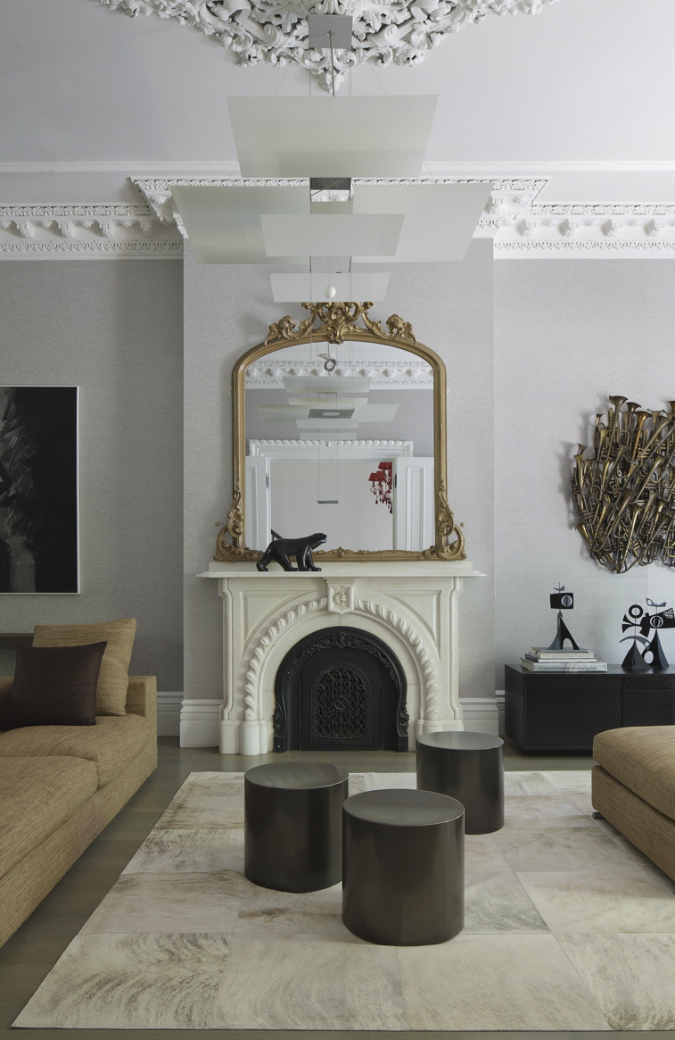A UNION PARK TOWNHOUSE IN THE SOUTH END FEATURES HISTORIC DETAILS AND A MODERN INTERIOR. PHOTO BY MICHAEL STAVARIDIS.