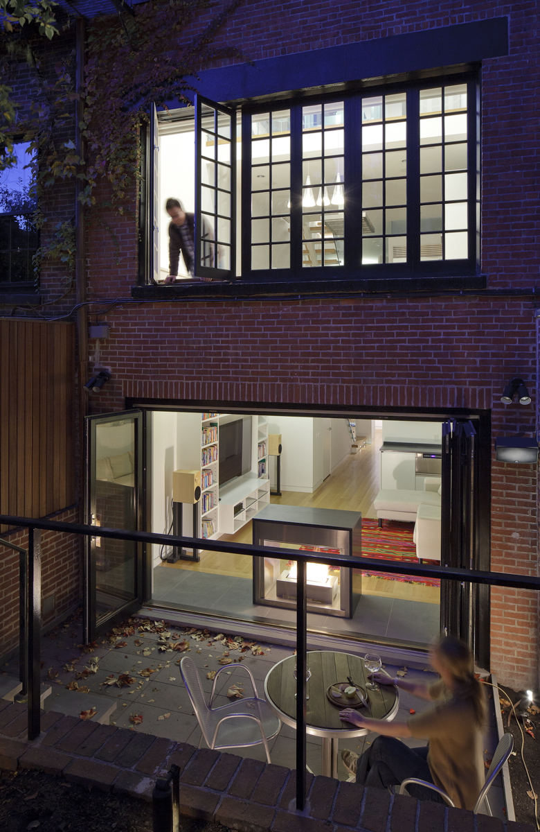 A 13-FOOT-WIDE MOUNT VERNON STREET TOWNHOUSE UPDATED FOR THE 21ST CENTURY BY DAVID HACIN. PHOTO BY MICHAEL STAVARIDIS.