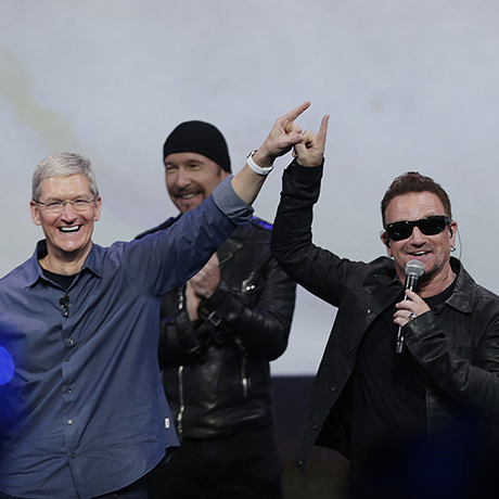 Tim Cook, Bono, The Edge, Larry Mulen Jr.