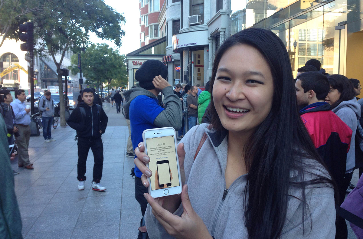 An MIT Student holds up her new iPhone 6/Photo by Steve Annear