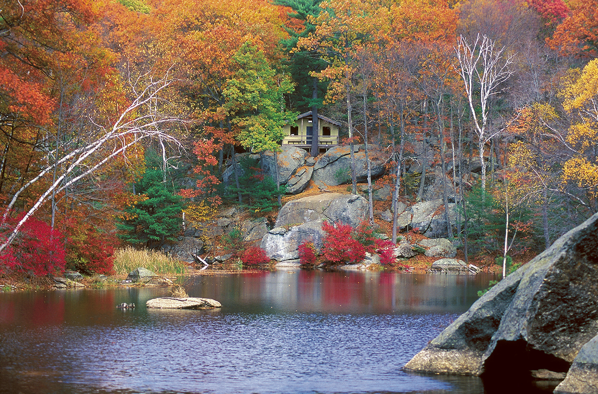 Image%20result%20for%20beautiful%20fall%20house%20by%20water