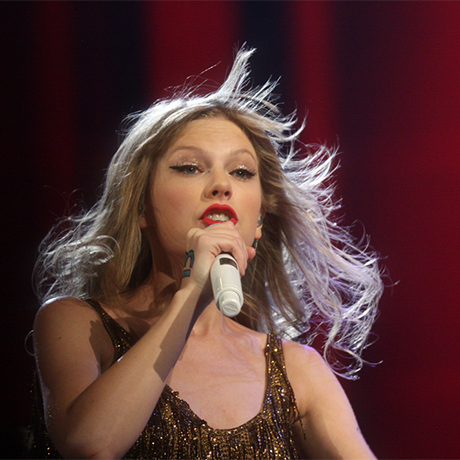 Taylor Swift photo via Eva Rinaldi