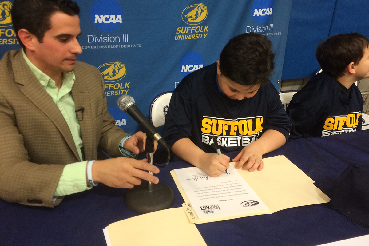 Luke signing his agreement with Head Coach Adam Nelson. Photo provided.