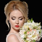 460 shutterstock_bride with red lips