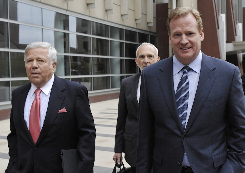 New England Patriots owner Robert Kraft, left, and NFL Commissioner Roger Goodell, right,  leave the federal courthouse along with NFL outside attorney Bob Betterman Thursday, April 14, 2011 in Minneapolis where the NFL and its locked-out players bagan court-ordered mediation.  This is the first meeting between the two sides since March 11, when the old collective bargaining agreement expired, the union dissolved and the lockout began. (AP Photo/Jim Mone)