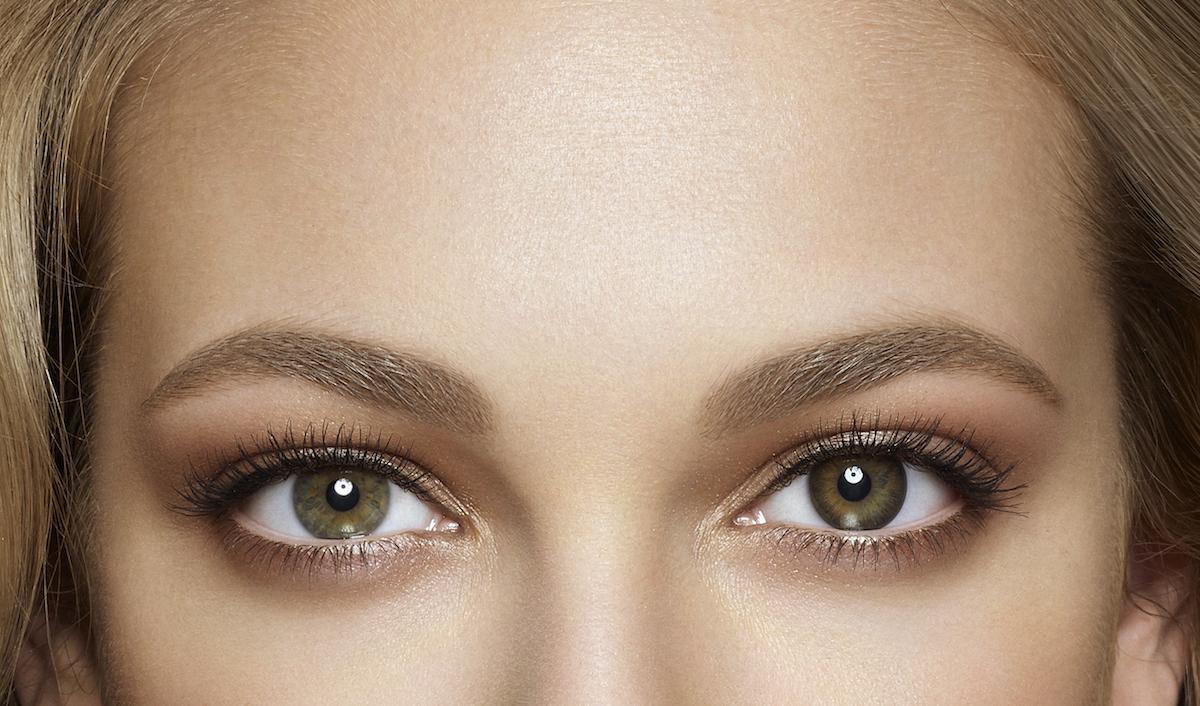 Acuvue Define lens in the left eye