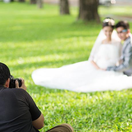 photographer-at-wedding