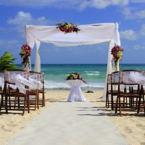 460 shutterstock_beach wedding