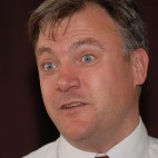 ASNEdBallsDenton10 MP Ed Balls, visits Denton Labour Club (Fri 2nd July) , to meet Labour Party members, to drum up support for his bid to become the next leader of the party. He was invited by his Labour Party collegue & friend Andrew Gwynne, MP for Denton & Reddish. As well as addressing the members he took part in a Q & A session. Story - Tom Rowley. Photo - Harry Potts.
