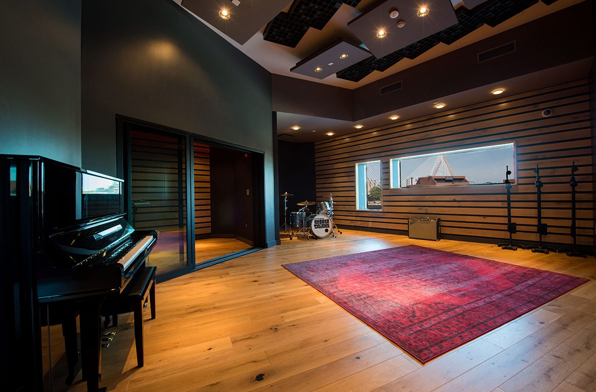 live room home design ideas live room photo caption the live room at converses new brooklyn based recording facility rubber tracks