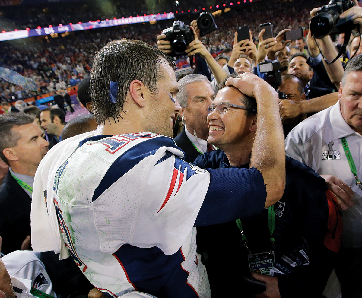 New England Patriots quarterback Tom Brady, left, celebrates after the Patriots beat the Seattle Seahawks in the NFL Super Bowl XLIX football game Sunday, Feb. 1, 2015, in Glendale, Ariz. (AP Photo/Kathy Willens)