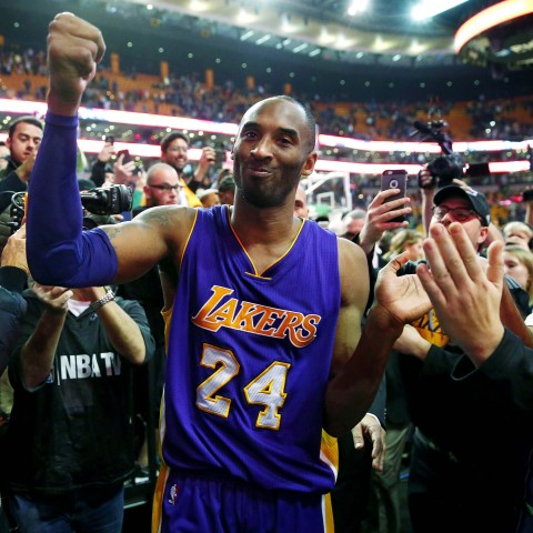 Los Angeles Lakers' Kobe Bryant acknowledges the fans  as he walks of the court in Boston after the Lakers' 112-104 win over the Boston Celtics in an NBA basketball game Wednesday, Dec. 30, 2015. (AP Photo/Winslow Townson)