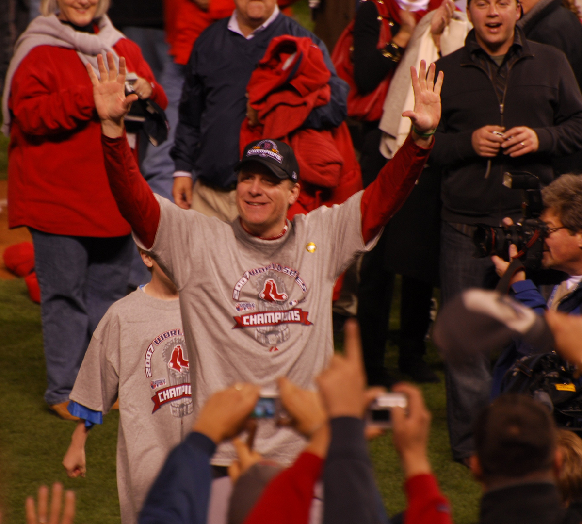 Schill Greets the Crowd by Eric Kilby on Flickr/Creative Commons