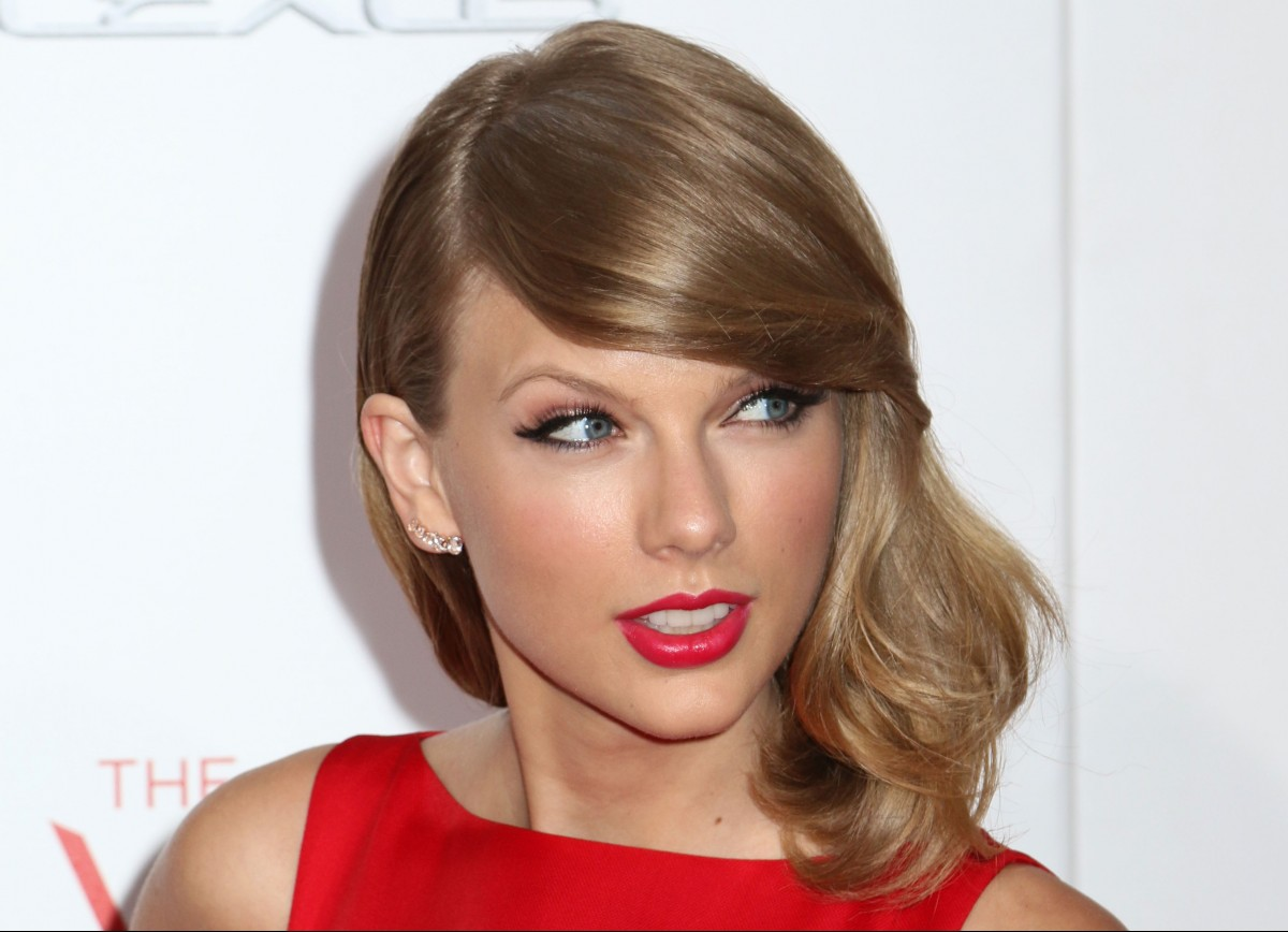 Taylor Swift Photo by JStone / Shutterstock.com