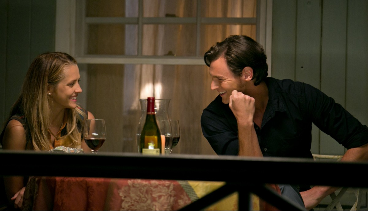 Travis Shaw (Ben Walker) and Gabby Holland (Teresa Palmer) in THE CHOICE. Photo Credit: Dana Hawley