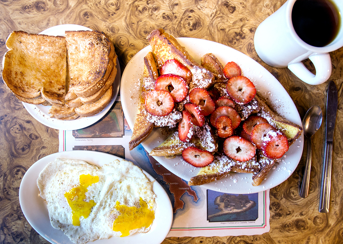 Fried eggs and French toast at the New Yorker Diner