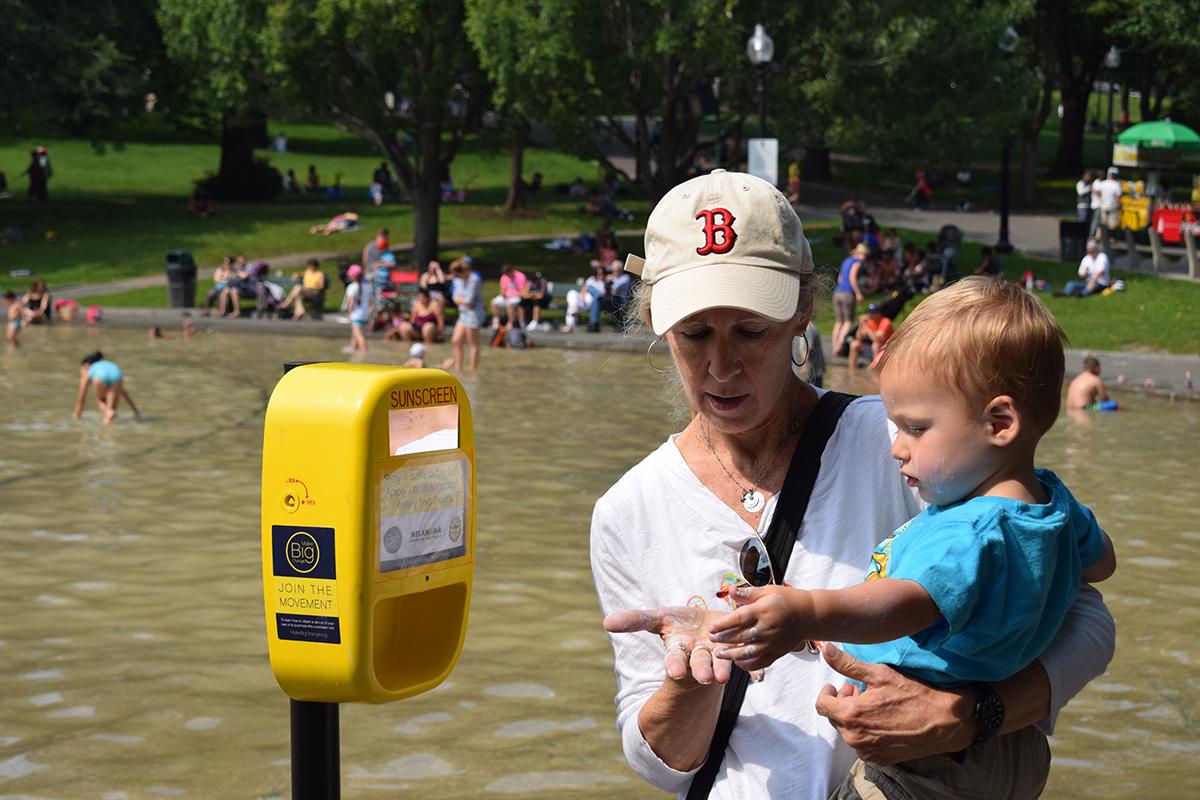 MFNE sunscreen dispenser