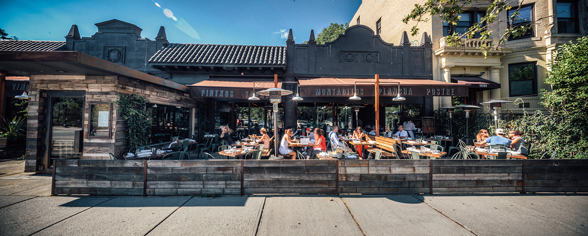 Barcelona-Brookline-outdoor-dining-patio-deck-al-fresco-Photo-by-Tom-McGovern