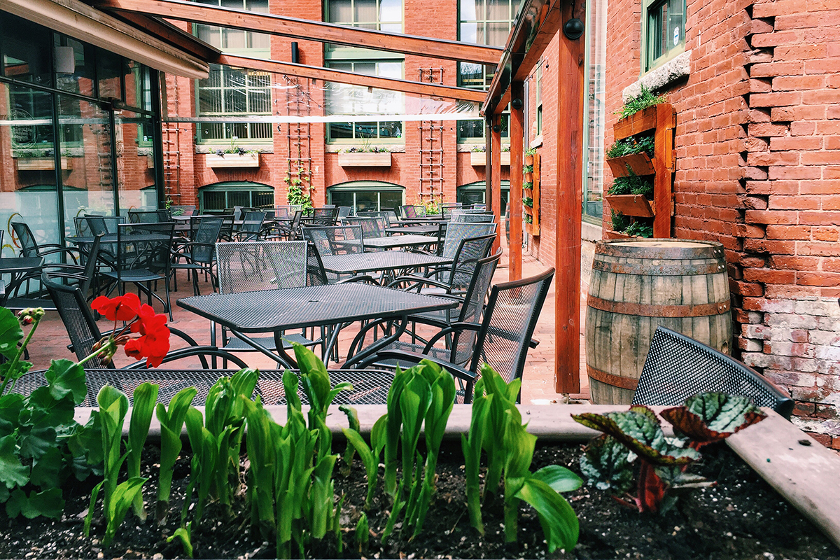 Cambridge-Brewing-Company-outdoor-dining-patio-deck-al-fresco-Photo-by-Jennifer-Trebino