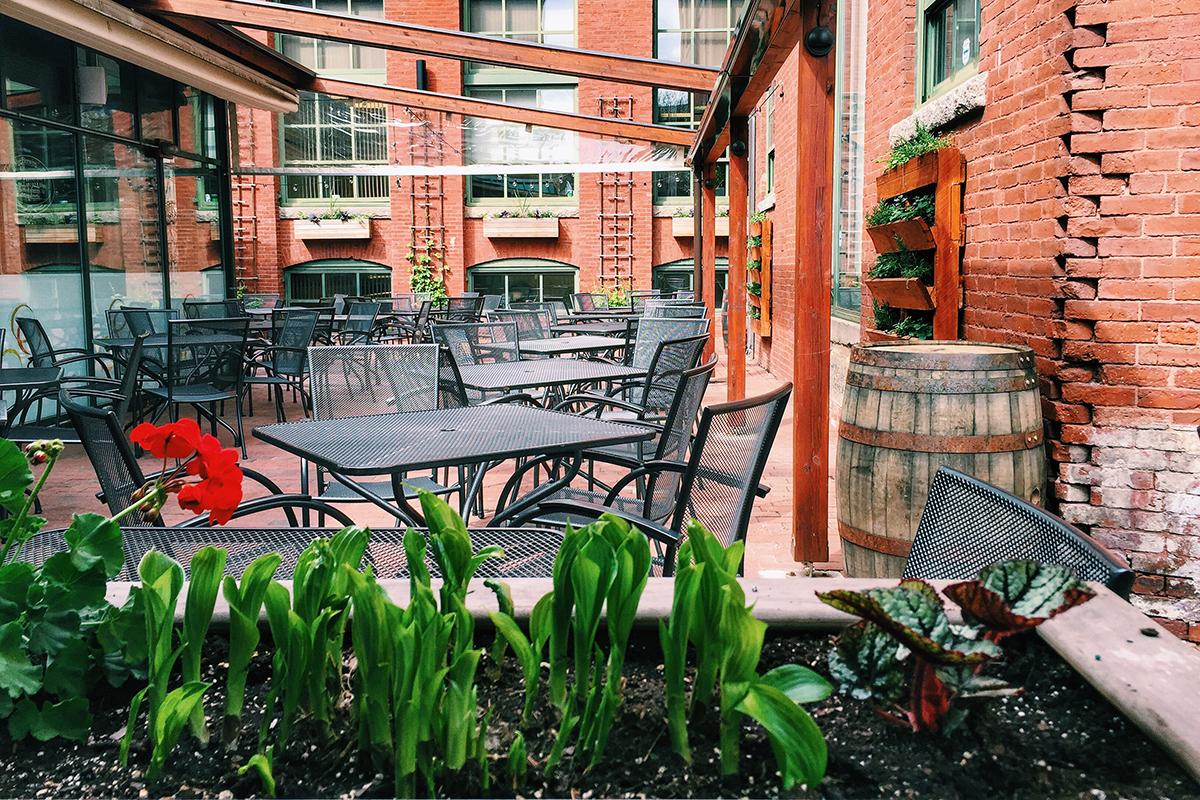 Cambridge-Brewing-Company-outdoor-dining-patio-deck-al-fresco-Photo-by-Jennifer-Trebino