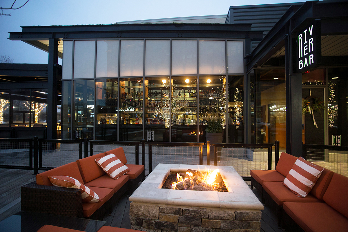 River-Bar-outdoor-dining-patio-deck-al-fresco-Photo-by-Brian-Samuels