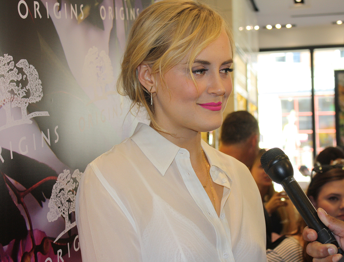 Taylor Schilling Wedding.Talking Beauty Fitness And Fleece With Taylor Schilling