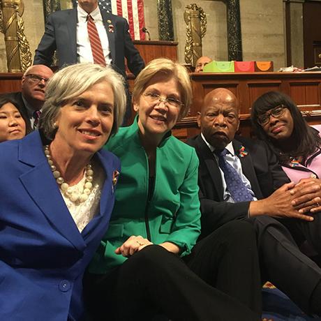 sit-in photo via elizabeth warren twitter 2