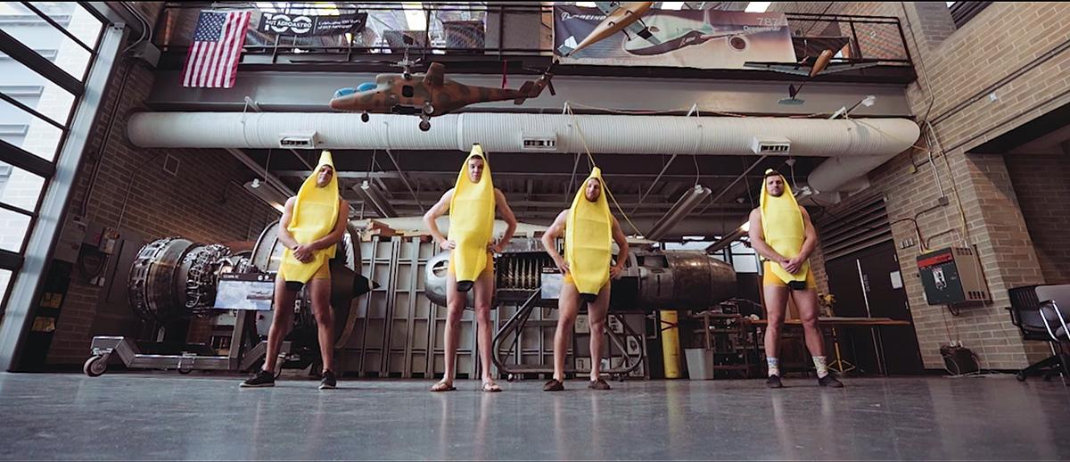 red bull flugtag mit monkey ballers bananas