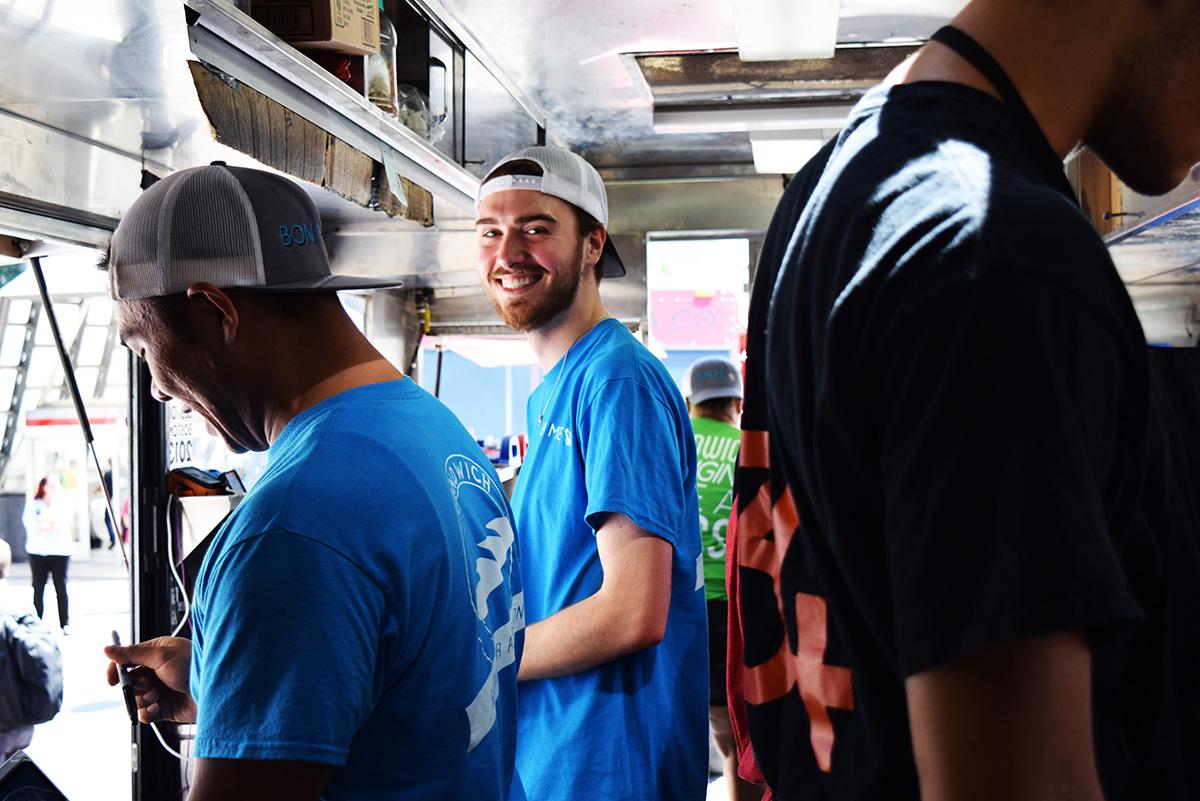 Bon Me food truck employees