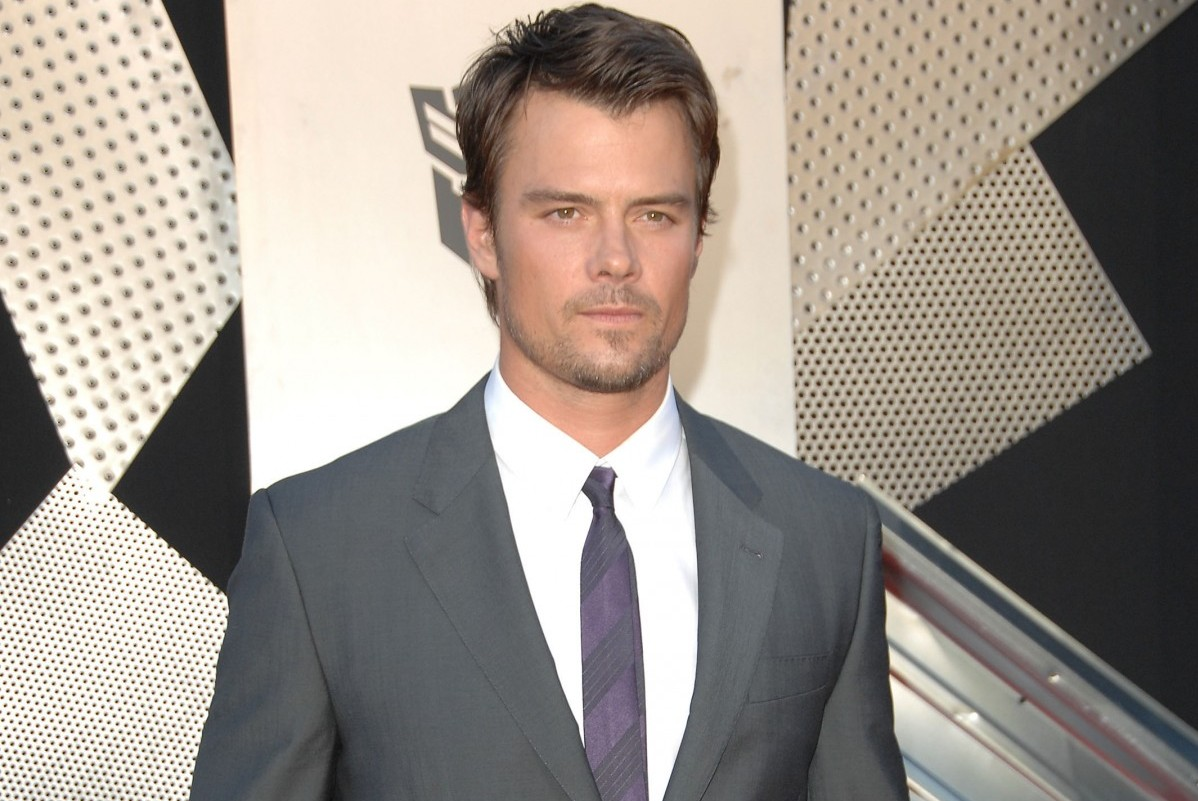 Josh Duhamel On Playing Bill Spaceman Lee And Keeping Up With Mark Wahlberg Boston Magazine